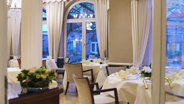 Restaurant at Stanhope Residence Apartments
