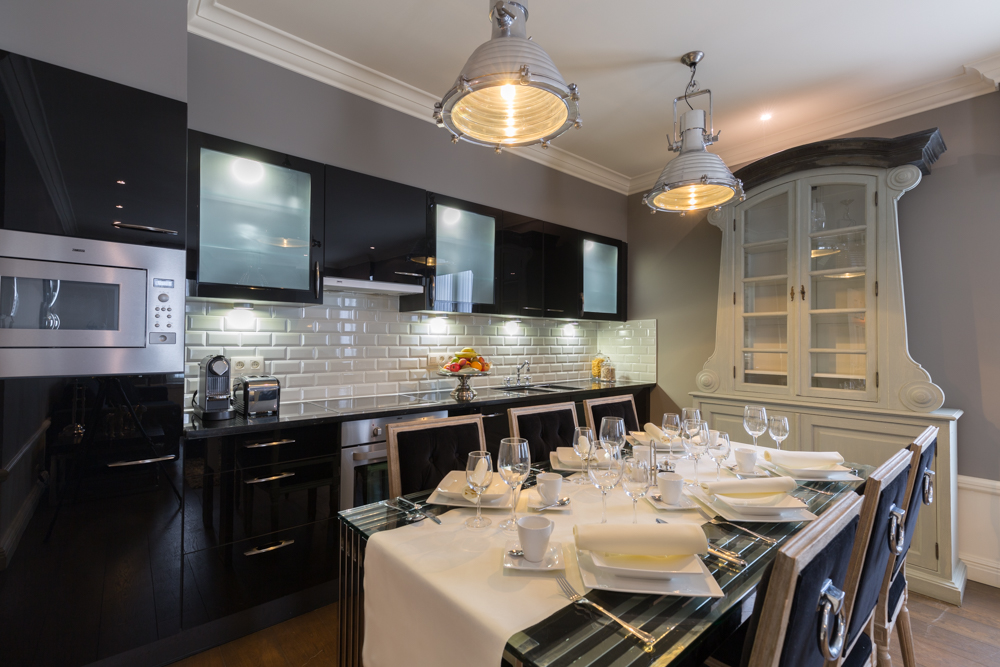 Kitchen island at Stanhope Residence Apartments