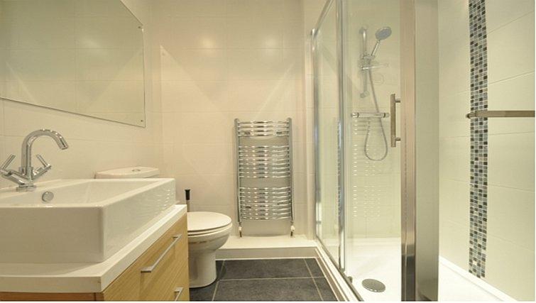 Pristine bathroom in Sheppards Yard