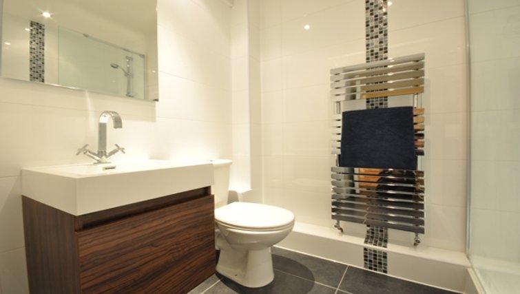 Modern bathroom in Sheppards Yard