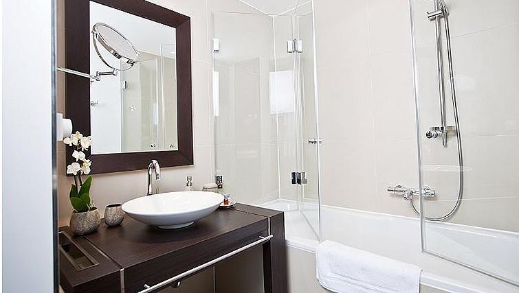 Modern bathroom in Goodmans Living Apartments