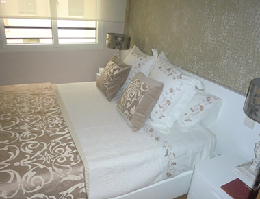Double bed at Barrio Salamanca Apartment