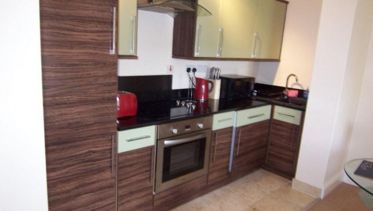 Modern kitchen in 6 Paragon House Apartments