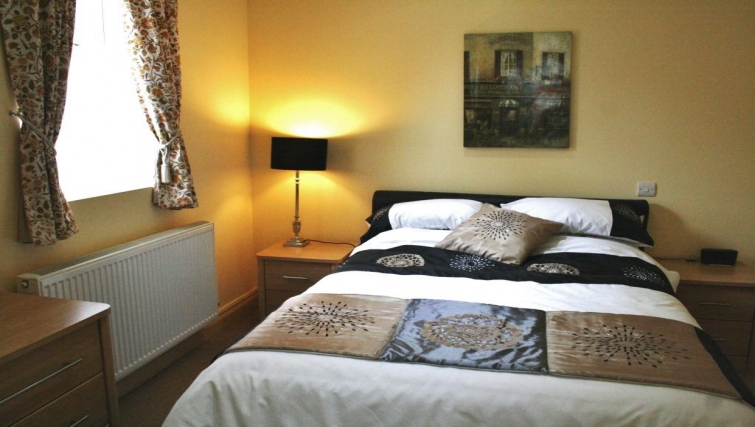 Attractive bedroom in Holly House Apartments