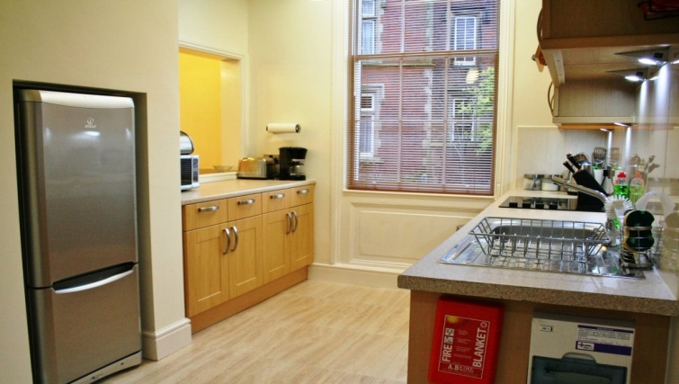 Modern kitchen in Holly House Apartments