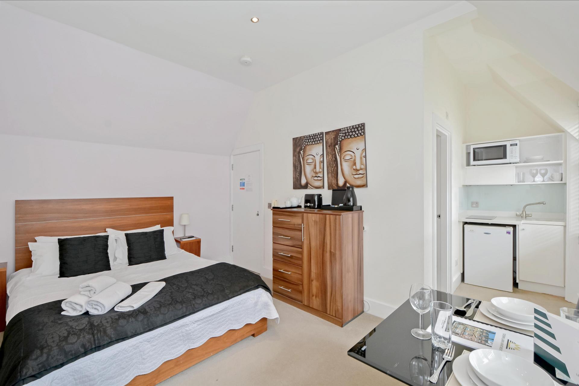 Black bed at LBS Apartments, Victoria, London