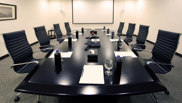 Boardroom at Somerset Greenways Apartments