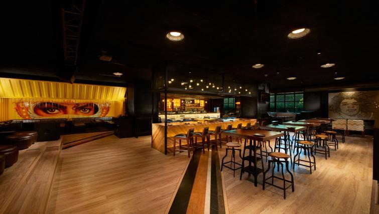 Bar at Somerset Greenways Apartments