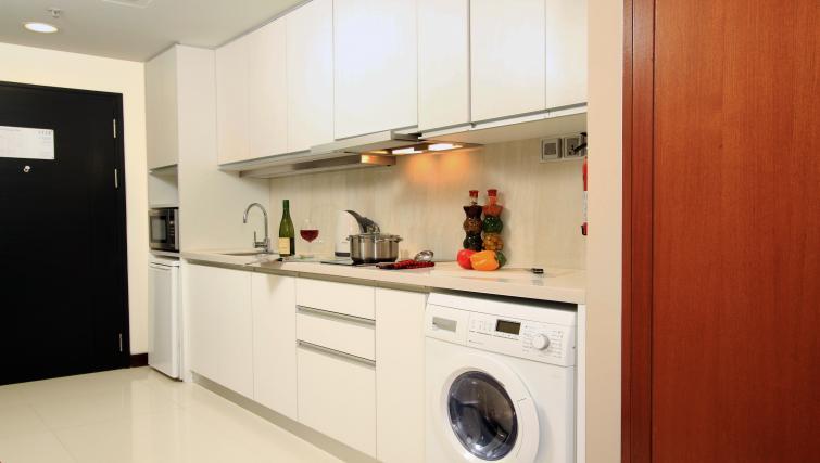 Kitchen at Somerset Greenways Apartments