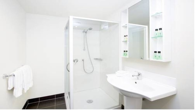Bright bathroom in Quest Ponsonby