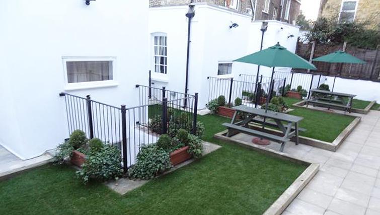Delightful garden in North Gower Apartments