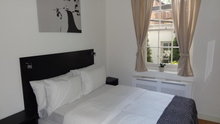 Comfy bedroom in North Gower Apartments