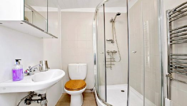 Ideal bathroom in Alfred Apartments