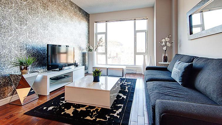 Modern living area in Le 400 Sherbrooke Ouest Apartments