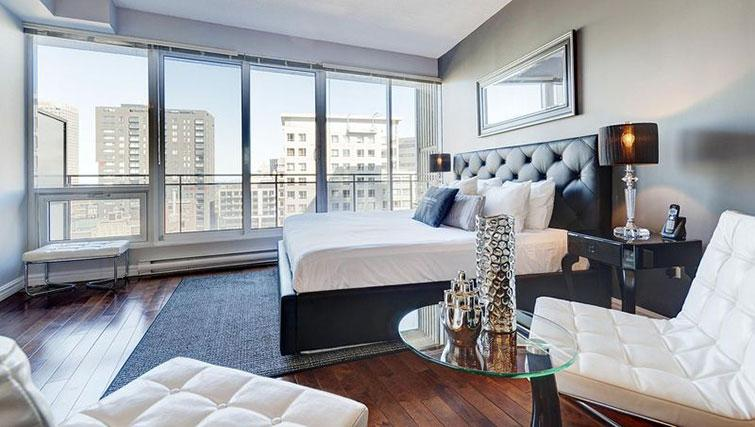 Double bedroom at Le 400 Sherbrooke Ouest Apartments