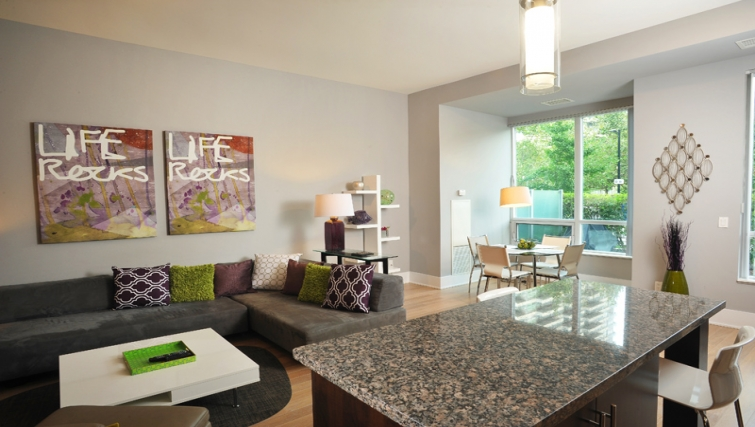 Stylish living area in 120 Homewood Apartments