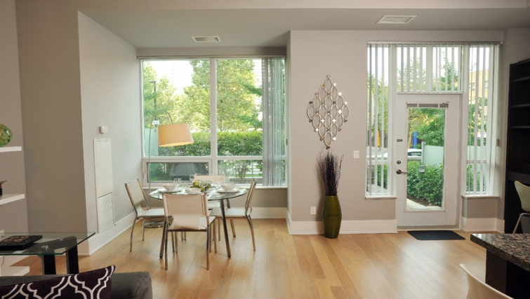 Bright dining area in 120 Homewood Apartments