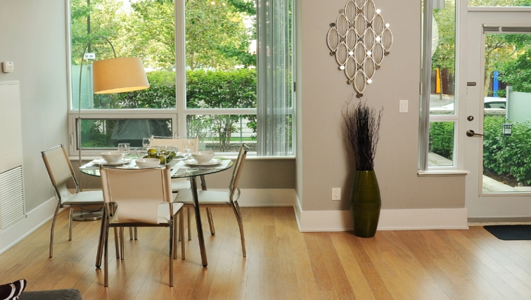 Gorgeous dining area in 120 Homewood Apartments