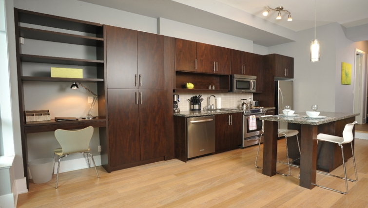Spacious kitchen in 120 Homewood Apartments