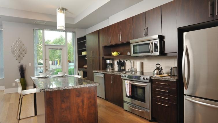 Modern kitchen in 120 Homewood Apartments