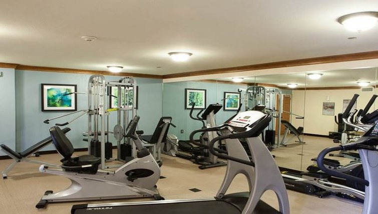 Equipped gym in Staybridge Suites Houston West