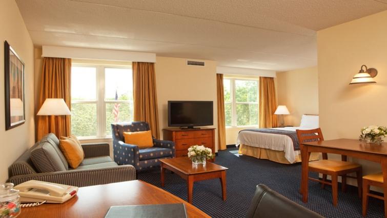 Multifunctional living area in Residence Inn Boston Woburn