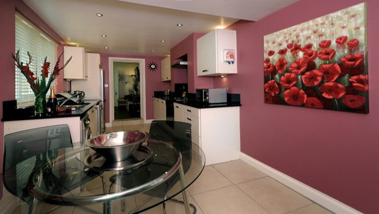 Modern kitchen in Westbourne Avenue Apartment