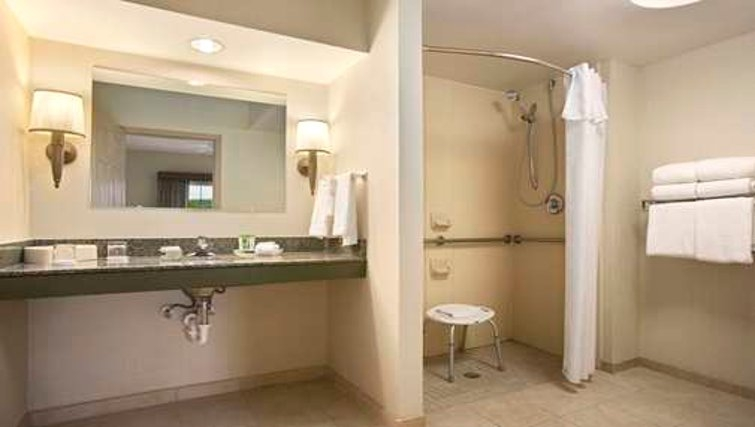 Ideal bathroom in Homewood Suites Philadelphia Great Valley