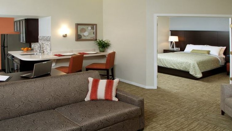 Contemporary living area in Staybridge Suites Sunnyvale