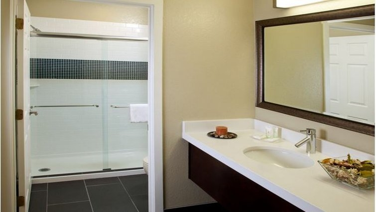 Ideal bathroom in Staybridge Suites Sunnyvale