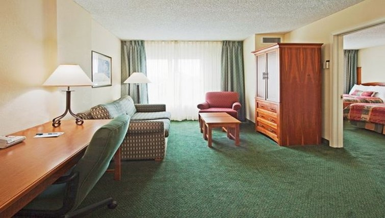 Multifunctional living area in Staybridge Suites Miami/Doral Area