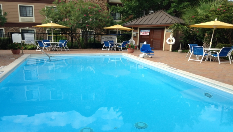 Luxurious pool in Staybridge Suites Dallas-Las Colinas