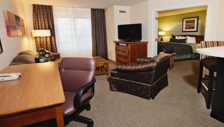 Multifunctional living area in Staybridge Suites Dallas-Las Colinas