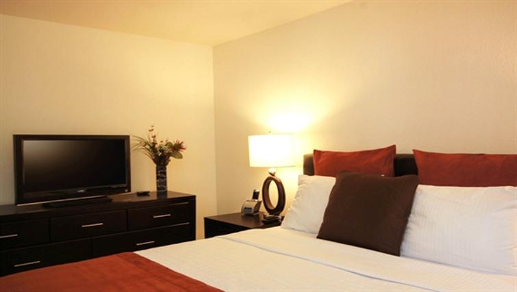 Tasteful bedroom in Kensington Place Apartment