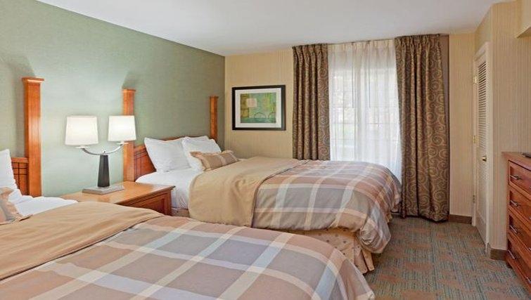 Cosy bedroom in Staybridge McLean-Tyson's Corner
