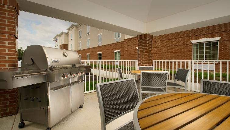 Delightful BBQ area in Candlewood Suites Alexandria-Fort Belvoir