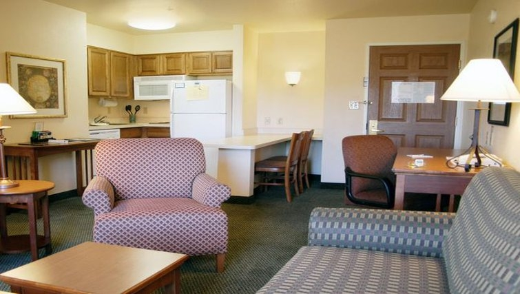 Multifunctional living area in Staybridge Suites Denver-Cherry Creek