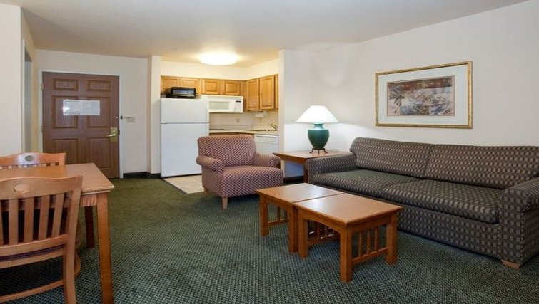 Relaxing living area in Staybridge Suites Denver-Cherry Creek