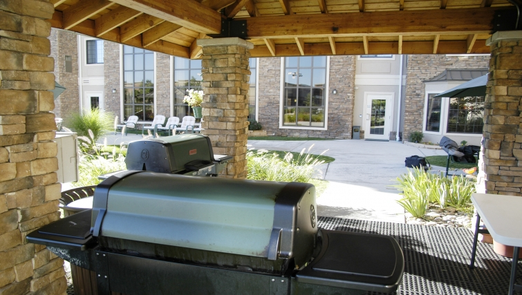 Fantastic BBQ area in Staybridge Suites Denver-Cherry Creek