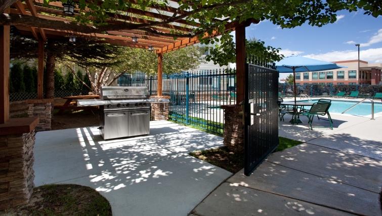 Gorgeous BBQ area in Staybridge Suites Denver CO Tech