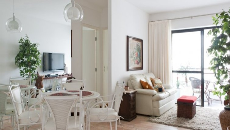 Charming dining area in Fiandeiras Apartment