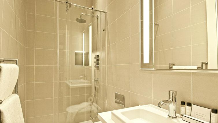 Immaculate bathroom in Native Cannon Street Apartments