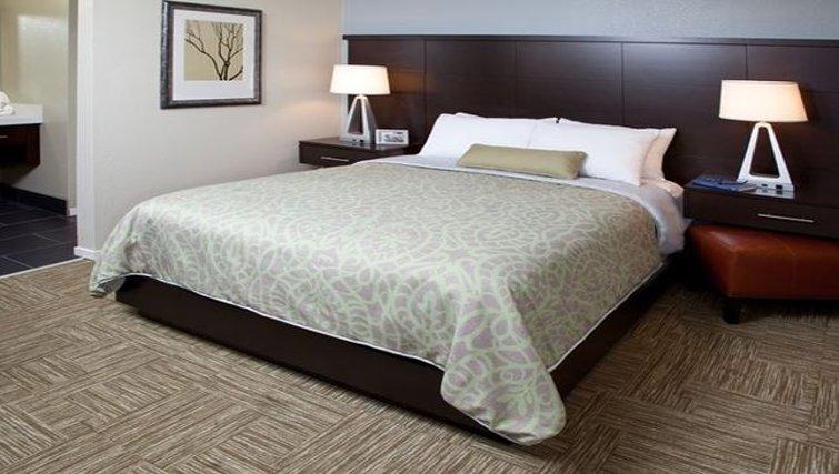 Delightful bedroom in Staybridge Lake Buena Vista