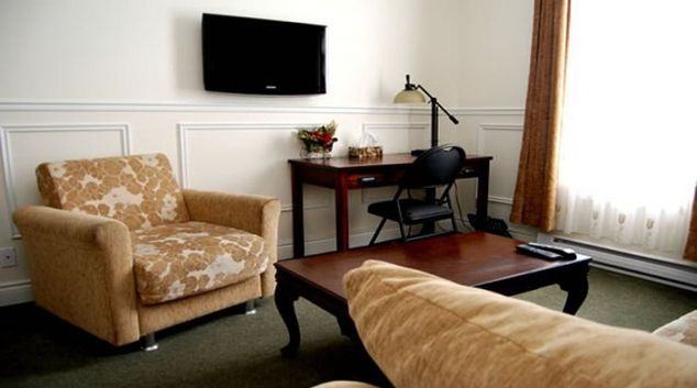 Cosy living area in Parc Suites Hotel