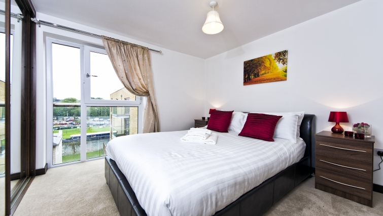 Attractive bedroom in Kings Island Apartments