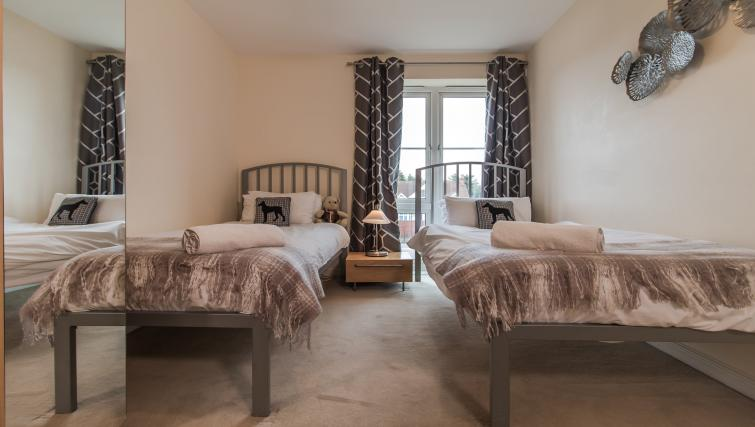 Twin beds at Trevelyan Court Apartment