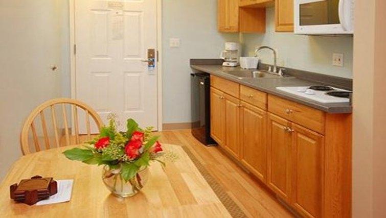 Attractive kitchen in Logan Airport Apartments
