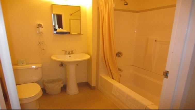 Ideal bathroom in Logan Airport Apartments