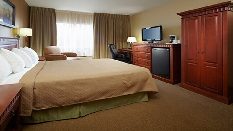 Ideal bedroom in Quality Inn & Suites P.E. Trudeau Airport