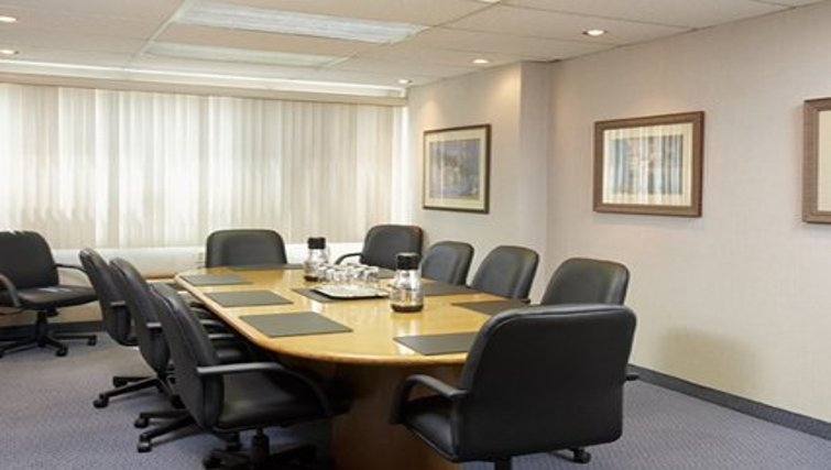 Practical meeting room in Quality Inn & Suites P.E. Trudeau Airport